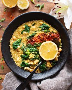 Recette de Quinoa fondant, haricots blancs et épinards au citron et piment