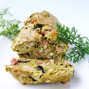 Cake de fanes de carotte lardons olives et fêta